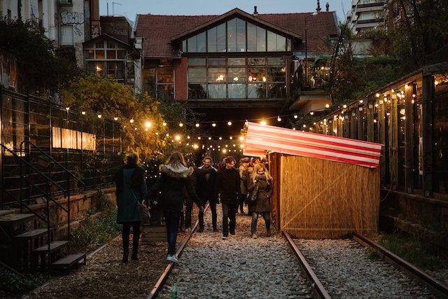 La Recyclerie, installée dans une ancienne gare de la Petite ceinture dans le 18e arrondissement, accueillera le 12 décembre un marché de Noël spécial Japon / © La Recyclerie