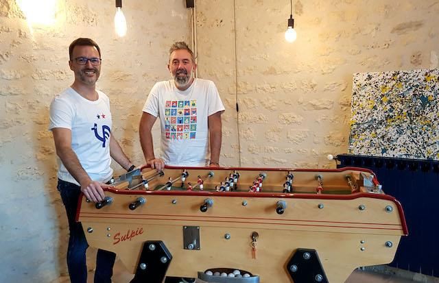 Les fondateurs de Pop & Kop, Joël Haÿs (à g.) et Rémi Belot (à dr.), ouvrent une boutique éphémère dans le 10e arrondissement pour les fêtes / © Pop & Kop