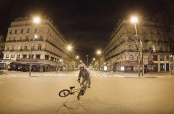Songe d'une nuit d'hiver dans un Paris désert avec un champion de BMX