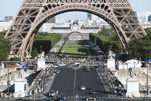 Le futur Grand Palais éphémère au pied de la tour Eiffel / © Wilmotte & Associés Architectes