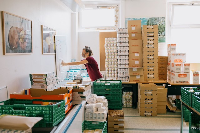 L'association La Chorba assure la distribution de repas chauds et de colis alimentaires / © Clémentine Gras - Sans pépin
