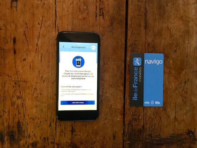 Le passe Navigo est désormais rechargeable sur iPhone / © Steve Stillman pour Enlarge your Paris