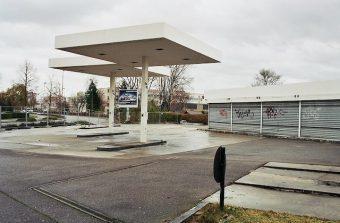 Une ancienne station-service reconvertie en école du compostage à Pantin