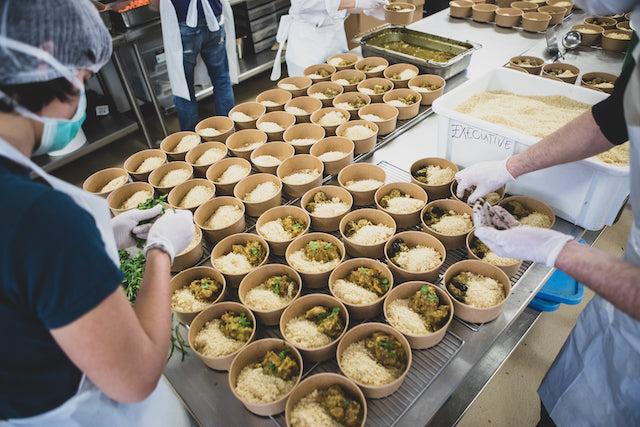 Les restaurateurs de la communauté Ecotable ont entrepris de livrer des repas aux étudiants du Grand Paris / © Ecotable