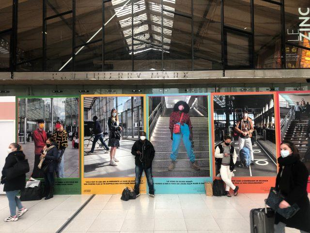 Le photographe Marvin Bonheur expose ses portraits des voyageurs de la Gare du Nord jusqu'au 15 mars Gare du Nord / © Vianney Delourme pour Enlarge your Paris