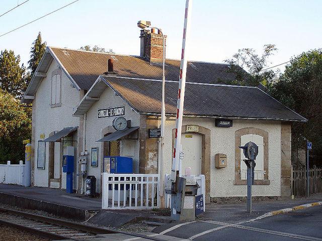 La gare de Santeuil-le-Perchay dans le Val-d'Oise doit accueillir d'ici à la fin de l'année Coopvexin, une coopérative alimentaire bio et locale à Santeuil / © Clicsouris (Wikimedia commons)