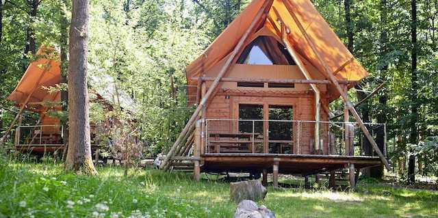 L'une des cabanes du camping Huttopia à Versailles / © Huttopia