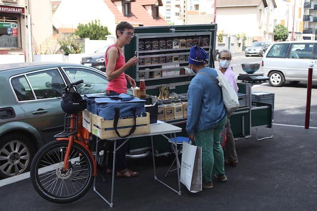 """L'épicerie ambulante """"L'Epi de Bri"""" à Bondy, un bon moyen d'aller vers les autres pour Brigitte sa fondatrice / © L'Epi de Bri"""