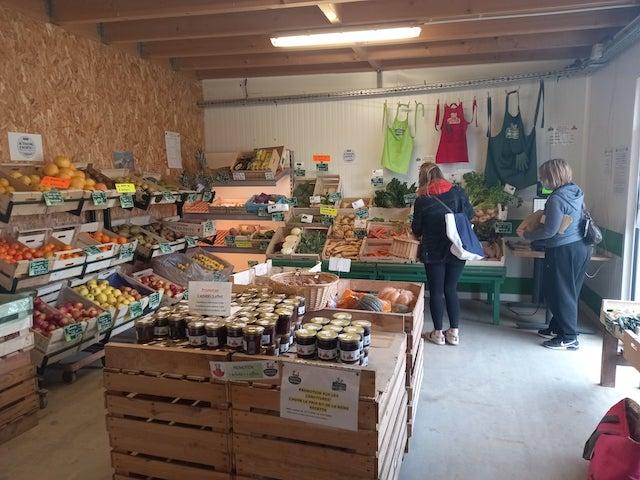 Les Potagers de Marcoussis cultivent fruits et légumes bio en Essonne vendus dans la boutique installée à la ferme / © Les Potagers de Marcoussis