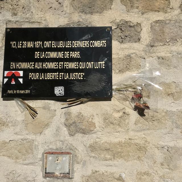 En hommage aux Communards au pied du parc de Belleville / © Vianney Delourme pour Enlarge your Paris