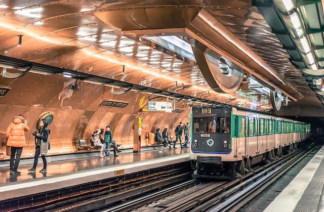 La station de métro Arts et Métiers à Paris imaginée par le dessinateur François Schuiten et le scénariste Benoît Peeters / © Christian Bille (Creative commons - Flickr)