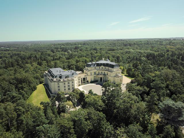 Le château Hôtel Mont Royal Chantilly à La Chapelle-en-Serval / © Château Hôtel Mont Royal Chantilly