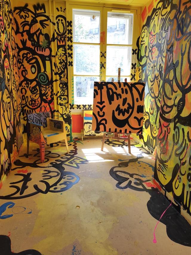 Le Colors Festival se déroule jusqu'au 30 juin dans une ancienne annexe de l'École supérieure de commerce de Paris dans le 11e / © Joséphine Lebard pour Enlarge your Paris