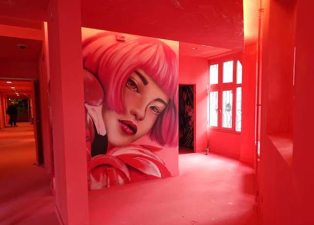 Le Colors Festival se déroule jusqu'au 30 juin dans une ancienne annexe de l'École supérieure de commerce de Paris dans le 11e