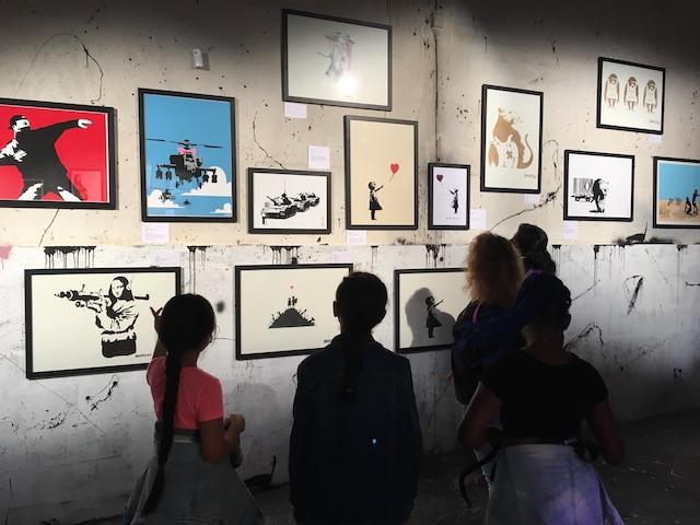 """L'expo """"Banksy Humanité Collection"""" est à voir jusqu'au 10 juillet à La Grande Borne à Grigny / © Elodie Villatte - La Constellation"""