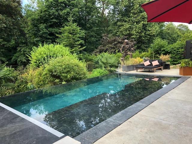 """""""Bali aux portes de Paris"""", l'une des offres de location de piscines entre particuliers sur Swimmy / © Swimmy"""