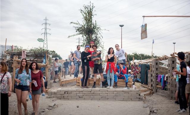 En 2017, le Festival Bellastock faisait sortir une ville éphémère en terre cuite sur l'Île-Saint-Denis / © Bellastock