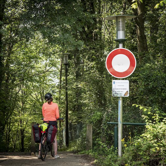 Cyclotouriste sur la Véloscénie entre Versailles et Saint-Rémy-lès-Chevreuse / © Jérômine Derigny pour Enlarge your Paris