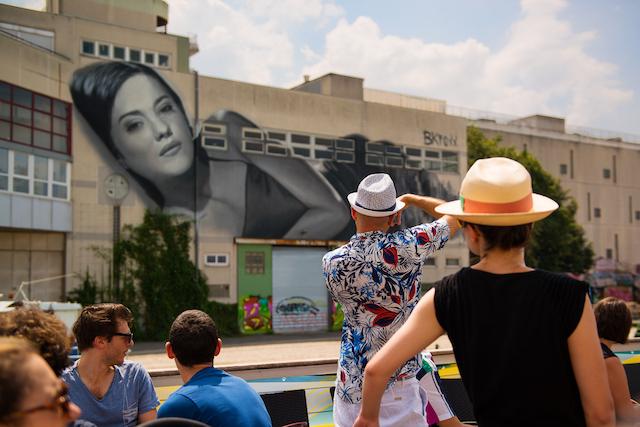 Croisière street art sur le canal de l'Ourcq dans le cadre de L'Eté du Canal / © Arthur Crestani