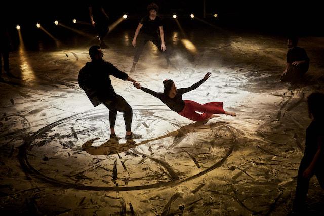 """Le spectacle """"Le Cycle de l'absurde"""" avec les étudiants du Centre national des arts du cirque est programmé du 21 au 31 juillet dans la Grande Halle de La Villette / DR"""