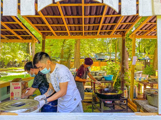 L'une des cuisines du Wat Thammapathip / © Anaïs Lerma pour Enlarge your Paris