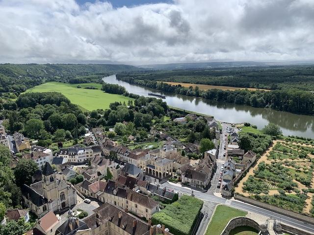 Le panorama depuis le donjon du château de La Roche-Guyon / © Manon Gayet pour Enlarge your Paris