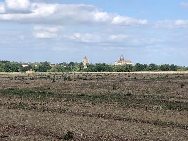 La tour César et la collégiale Saint-Quiriace à Provins vues depuis les champs / © Steve Stillman pour Enlarge your Paris