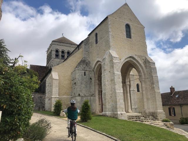 L'église romane de Saint-Loup-de-Naud / © Steve Stillman pour Enlarge your Paris