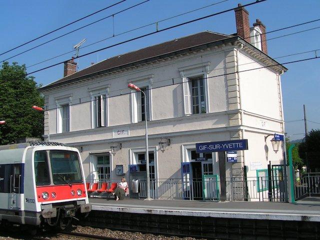 La gare de Gif-sur-Yvette sur le tronçon sud du RER B / © Christophe Jacquet (Wikimedia commons)