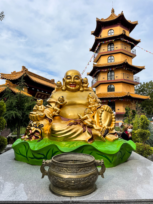 L'extérieur de la pagode Khanh Anh / © Anaïs Lerma pour Enlarge your Paris