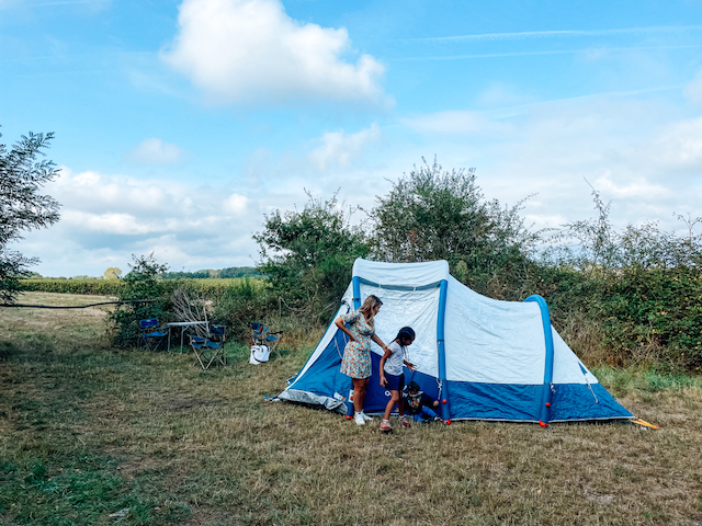 La tente familiale, la nouvelle arme d'oxygénation massive d'Anaïs Lerma pour ses week-ends autour de Paris / © Anaïs Lerma pour Enlarge your Paris