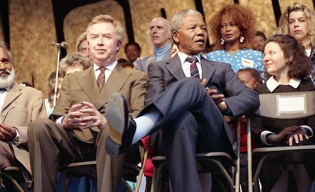 Du 7 au 16 octobre, la MC93 fait vivre sur scène les écrits du prix Nobel de la paix 1993 Nelson Mandela / © Archives de la ville de Montréal (Creative commons - Flickr)