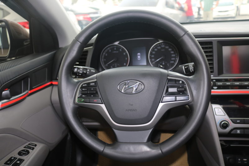 Hyundai Elantra 1.6AT 2016 - 12