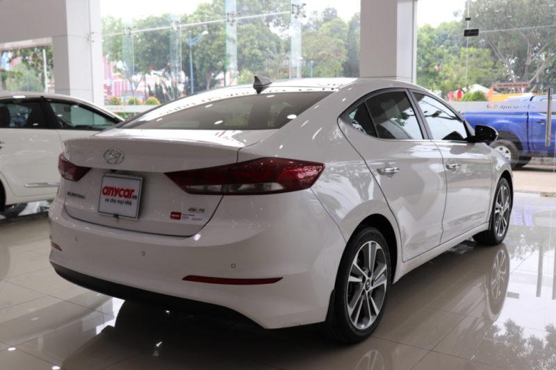 Hyundai Elantra 2.0AT 2017 - 6