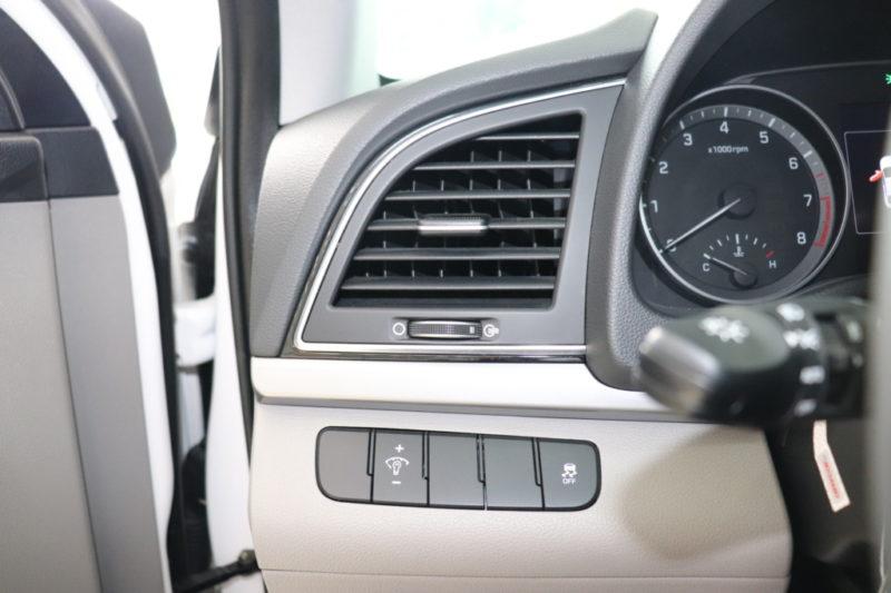 Hyundai Elantra 2.0AT 2017 - 9
