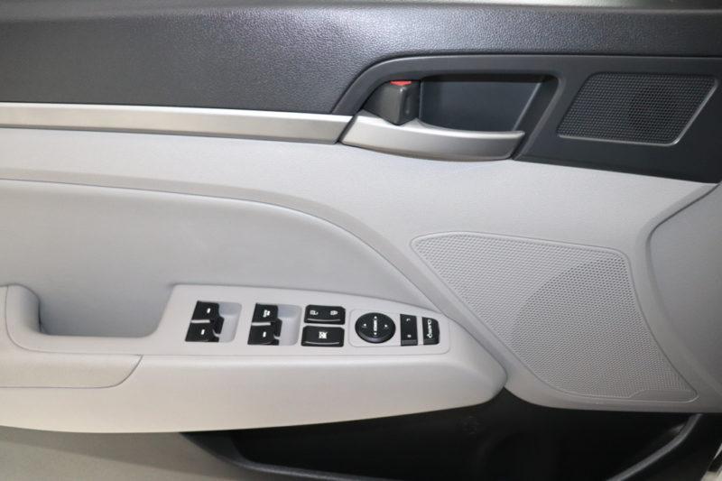 Hyundai Elantra 2.0AT 2017 - 10