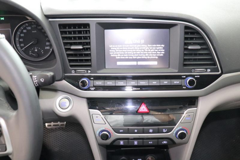 Hyundai Elantra 2.0AT 2017 - 11