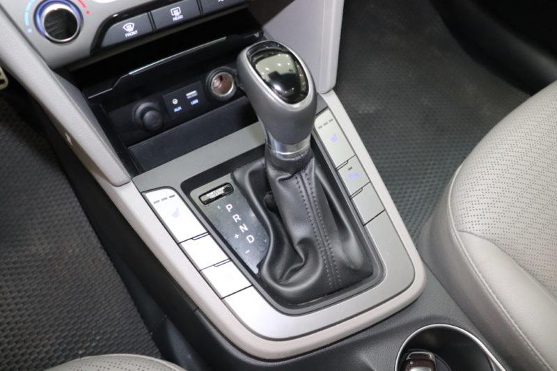Hyundai Elantra 2.0AT 2017 - 12