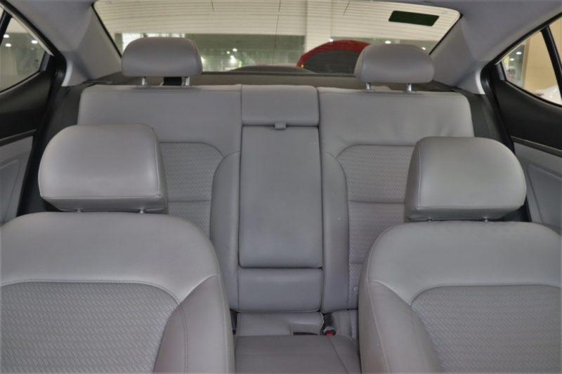Hyundai Elantra 2.0AT 2017 - 24