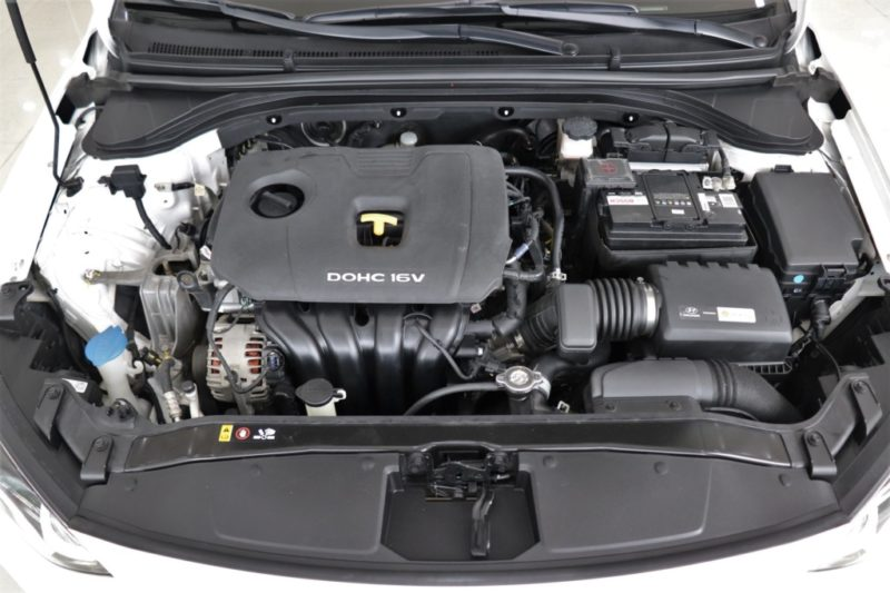 Hyundai Elantra 2.0AT 2017 - 25