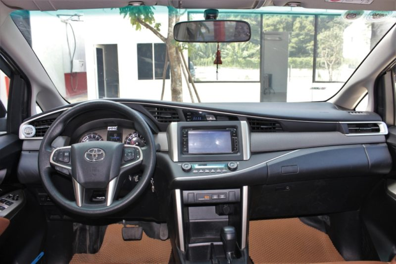 Toyota Innova 2.0AT 2017 - 15