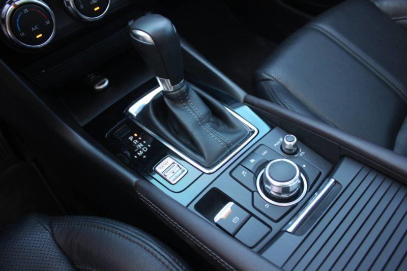 Mazda 3 1.5AT Facelift 2017 - 10