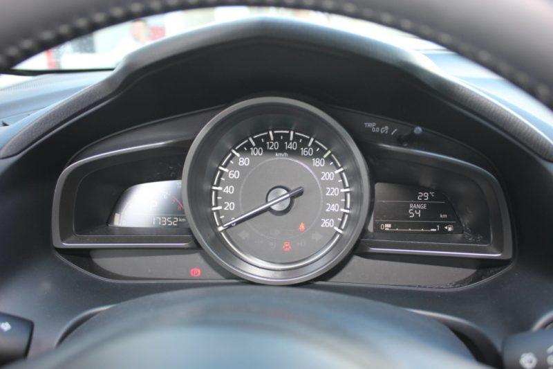 Mazda 3 1.5AT Facelift 2017 - 11