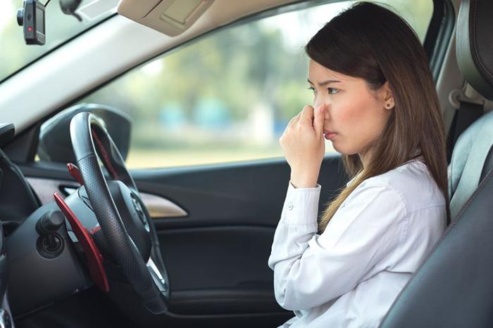 12 Cách khử mùi hôi trong xe ô tô đơn giản, hiệu quả nhất