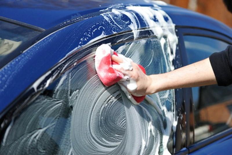 Hướng dẫn rửa xe ô tô đúng cách tại nhà