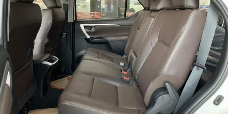 Toyota Fortuner 2019 ghế ngồi hàng 2
