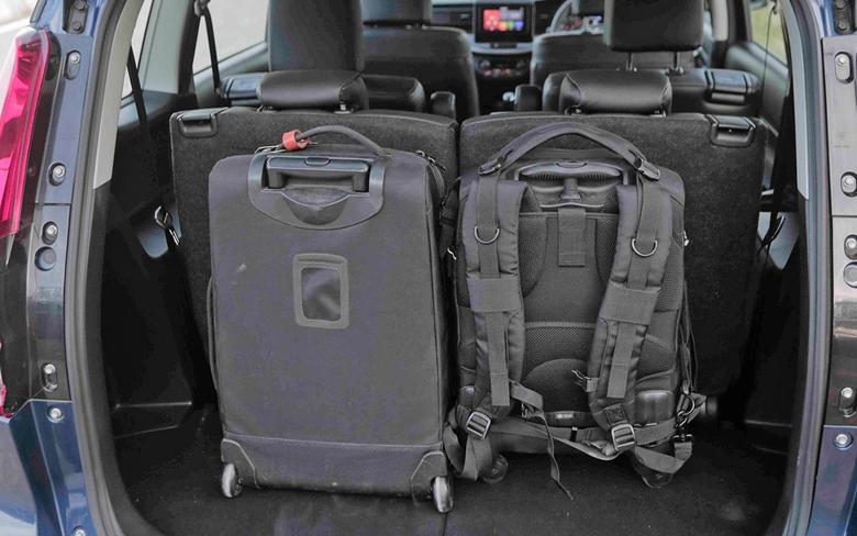 Khoang hành lý Suzuki XL7 2020