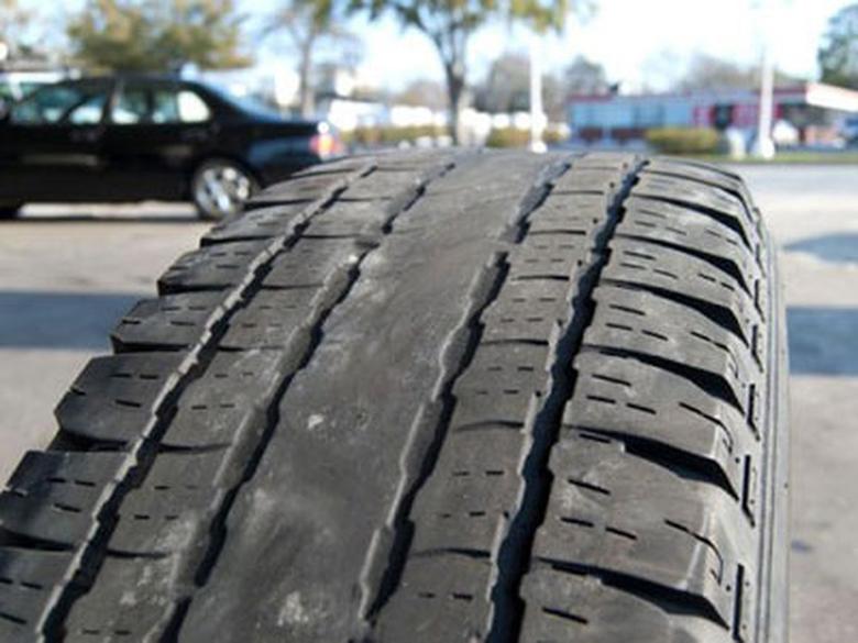 Lốp xe ô tô bị mòn cũng là nguyên nhân dẫn đến chỉ số Odo không chính xác
