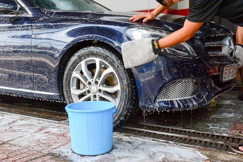 Dùng các loại dung dịch vệ sinh chuyên dụng