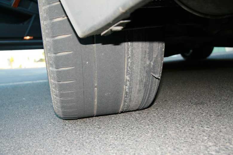 Lốp xe bị mòn khi lệch góc Caster
